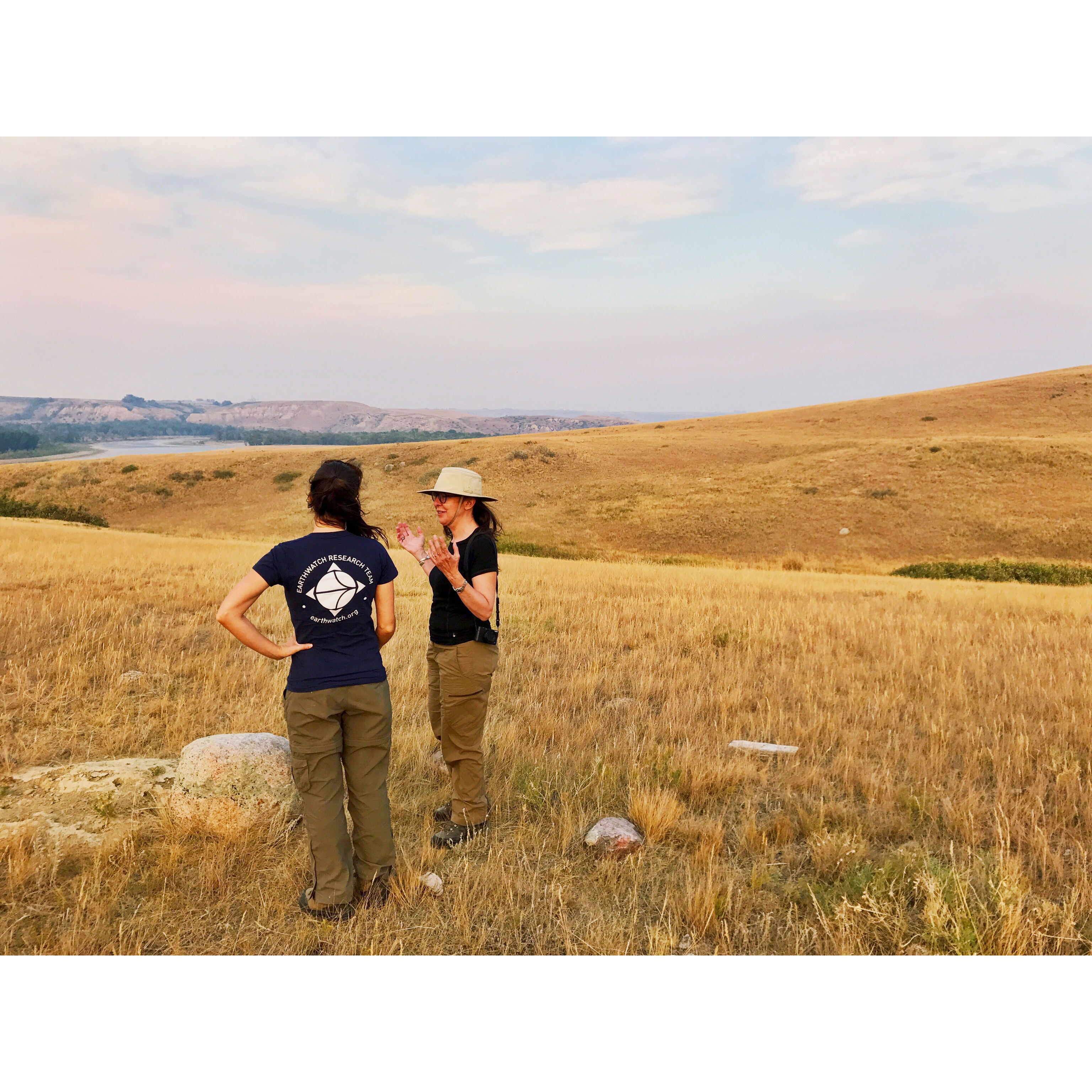 Cristina, on the right, in the field with Earthwatch Senior Program Manager Caroline Dunn. (Photo: Stephen Hart)