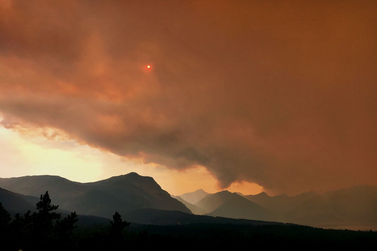 Smoke from the wildfires moves in. (Photo: Stephen Hart)