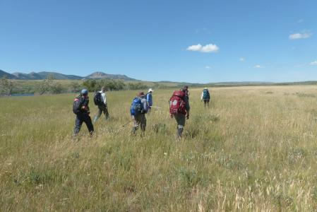 earthwatch volunteers hiking in the canadian rockies