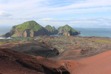 The volcanic island of Vestmannaeyjar (C) Miguel Neves