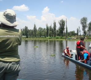 Earthwatch volunteers head to a research site by boat (C) Diana Eddows